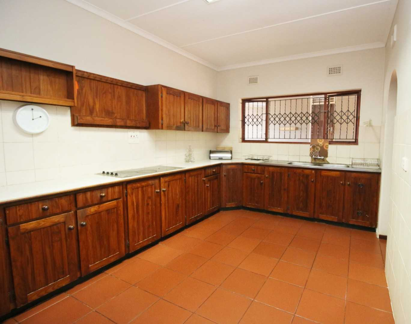 Spacious kitchen with ample BIC, Double sink and separate cook top