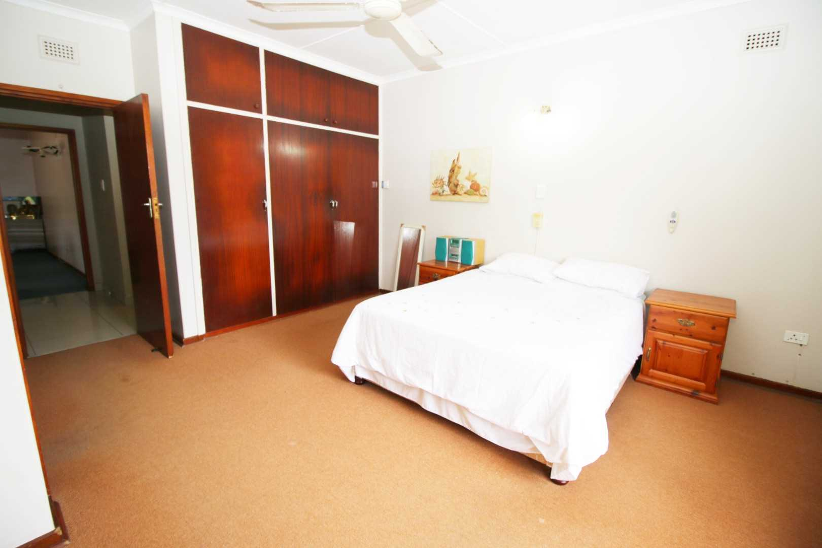 Master bedroom's BIC and ceiling fan