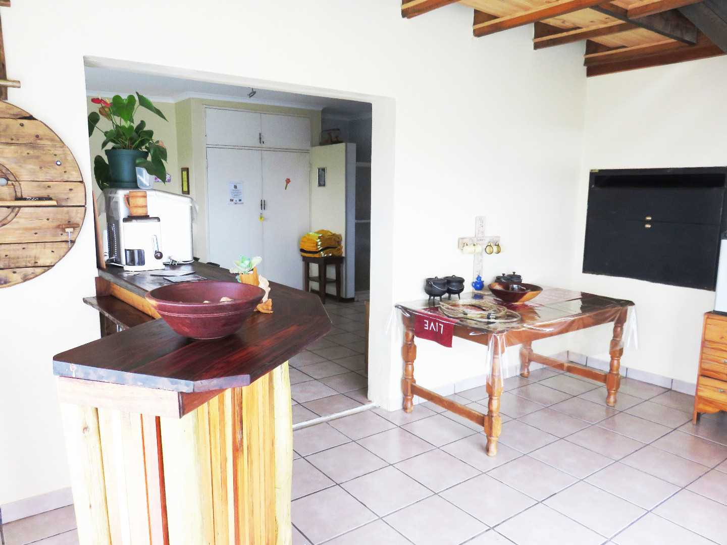Flatlet lounge with built in bbq