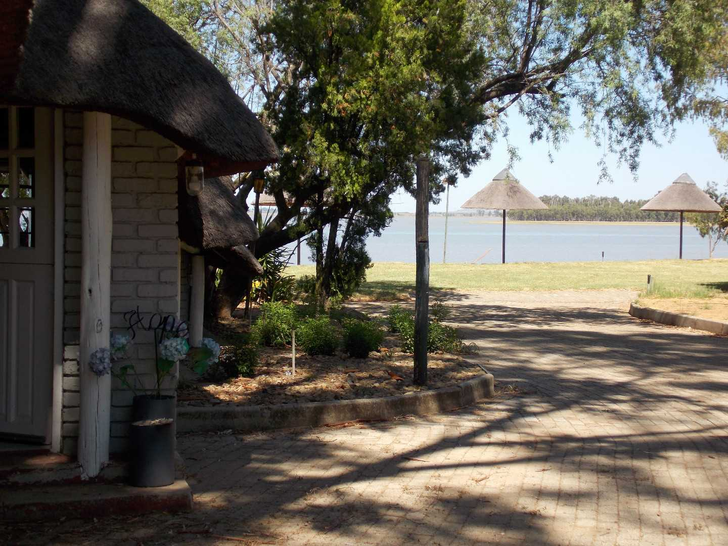Three bedroom, two bathroom cottage at the water