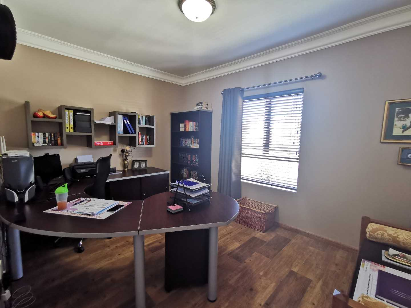 A spacious study or 5th bedroom